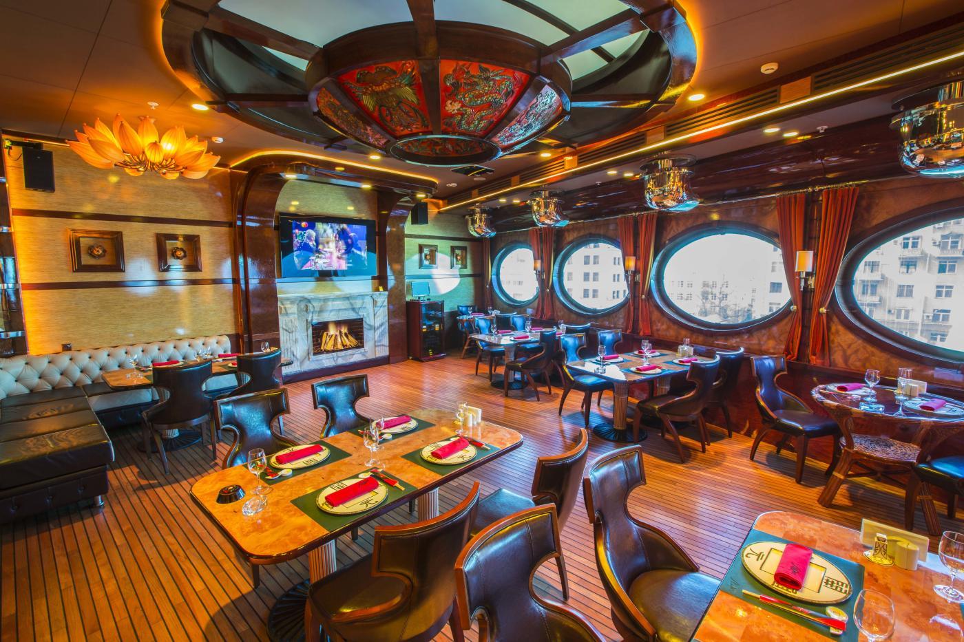 Ресторан Лодка в Лотте Плаза фото