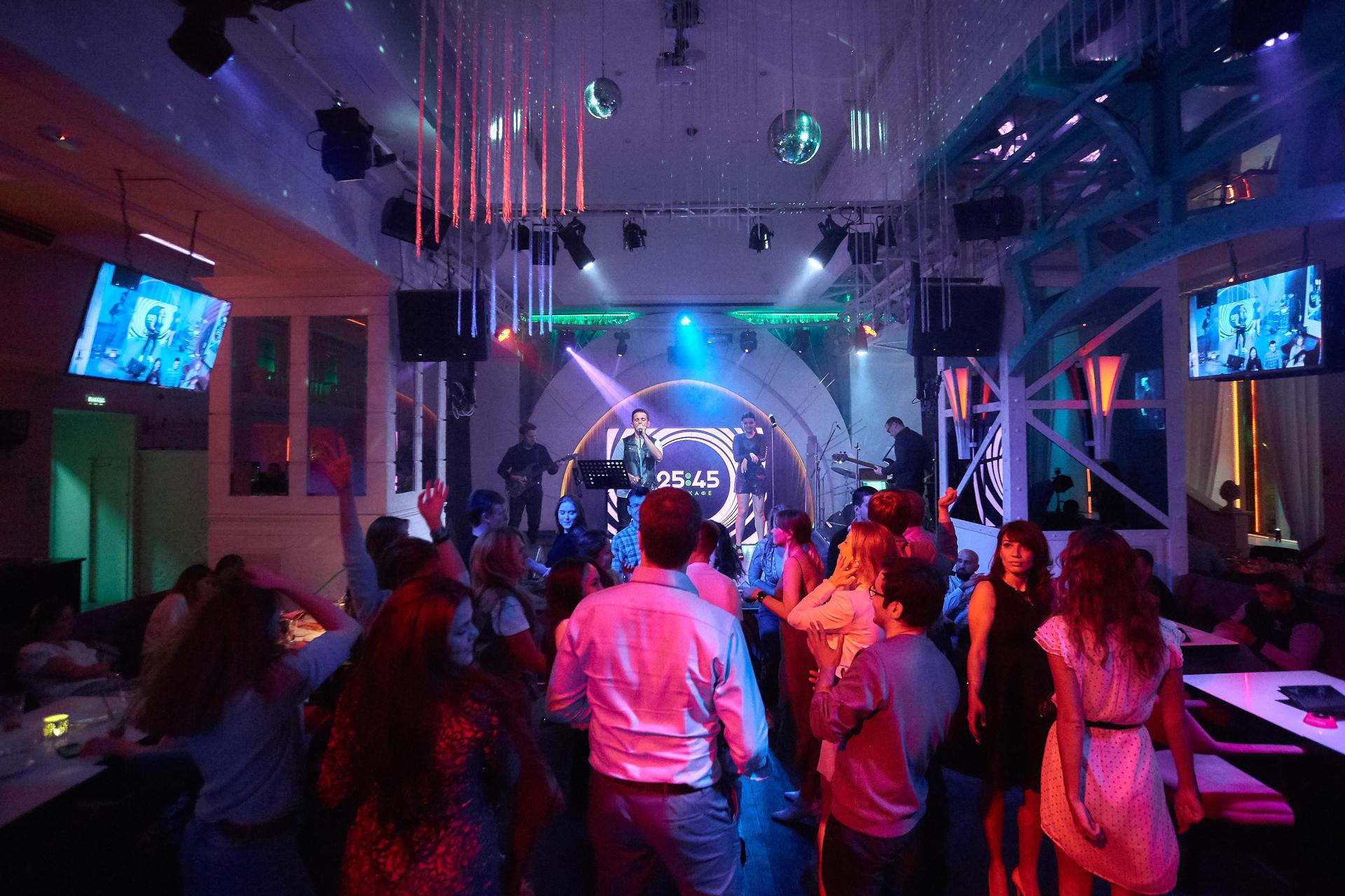 Клубы в москве с музыкой 90 тюмень работа в ночном клубе