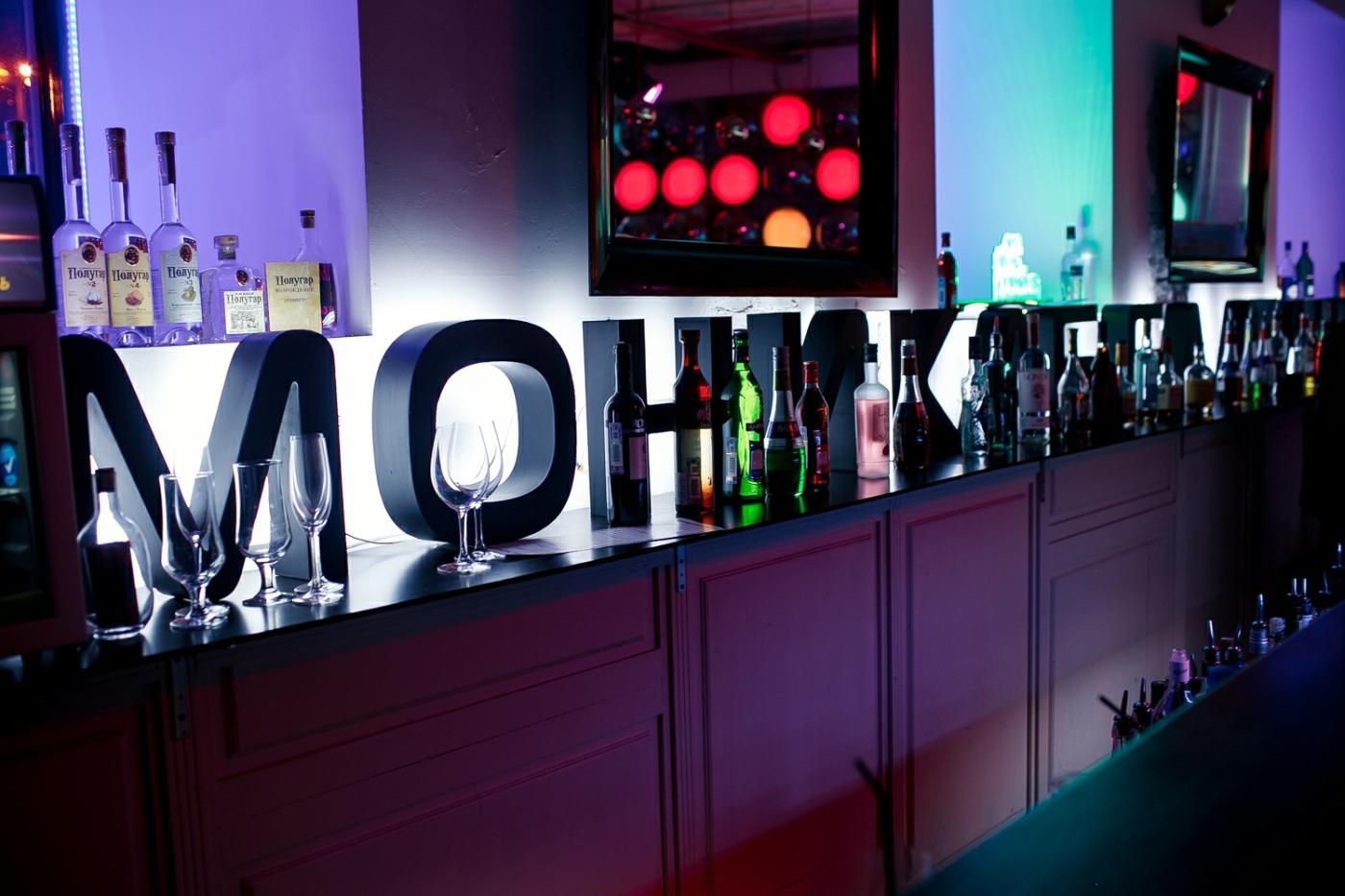 Клуб моника белуччи в москве дети в ночных клубах