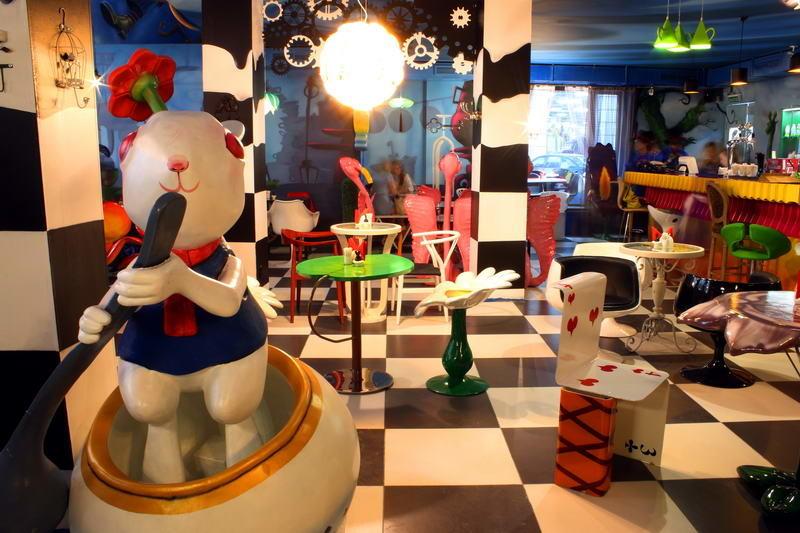 Кафе Алиса в стране чудес фото 5