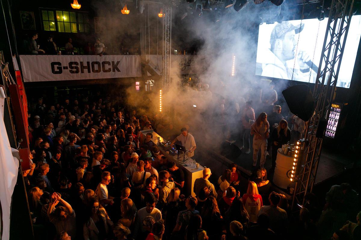 Клуб концерт москва на курской женщина в ночном клубе