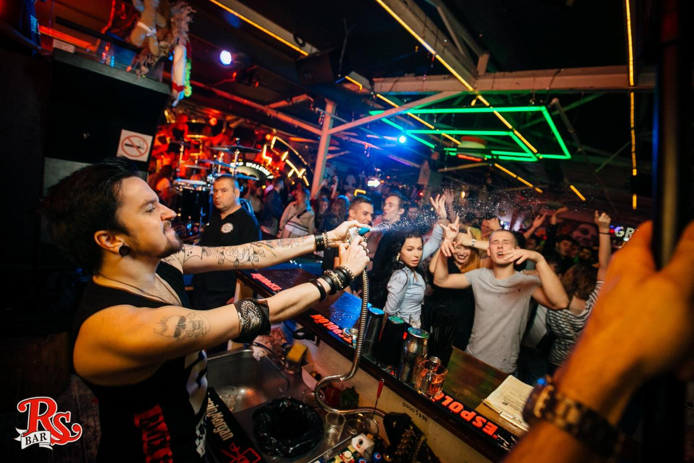 Клуб Роллинг Стоунз Бар (Rolling Stone Bar) фото 17