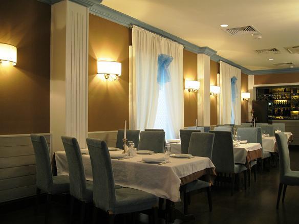 Интерьер одного из недорогих ресторанов в Москве
