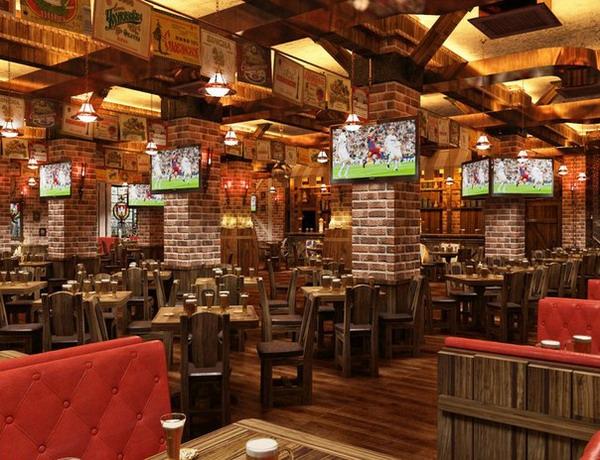 Интерьер одного из пивных ресторанов Москвы