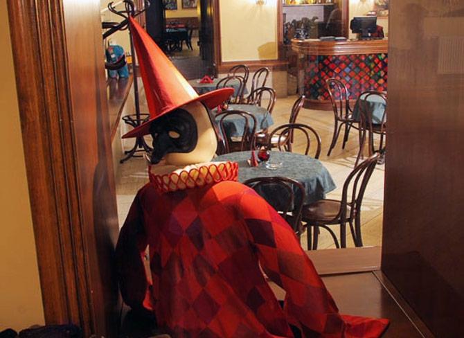Тематическая скульптура в одном из столичных арт-кафе