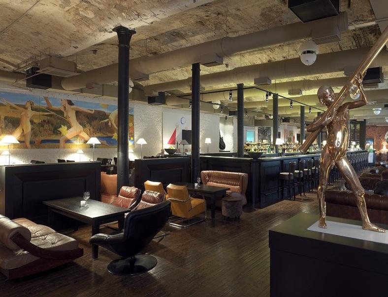 Интерьер одного из московских арт-кафе