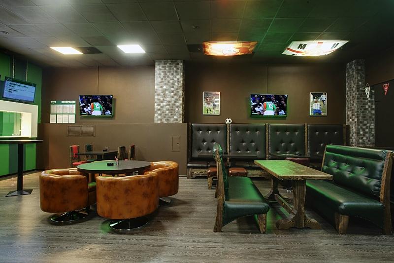 Интерьер одного из спорт-баров 'Торнадо' в Москве