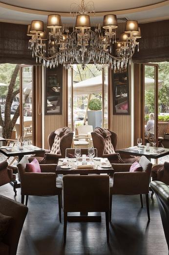 Забронировать и вот этот стол в ресторане Аист проще простого на gdebar.ru!