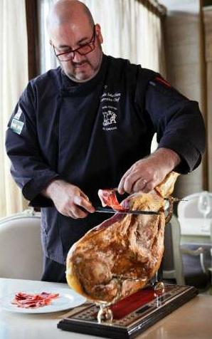 Шеф-повар аргентинского ресторана Эль Гаучо Себастьян Охеда