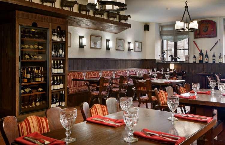 Интерьер зала для некурящих ресторана в Москве El Gaucho