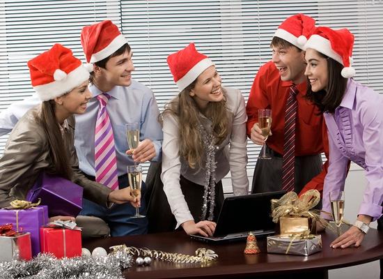 Те, кто хоть раз проводил новогодний банкет в кафе, наверняка знают, как же это классно!