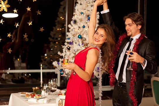 Перед тем, как делать заказ столика в ресторане на Новый год, обязательно поинтересуйтесь его расписанием! Совет от GdeBar.ru.