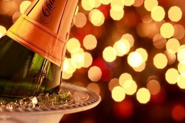 Новый год в кафе может стать настоящей сказкой! Заходите на портал GdeBar.ru и выбирайте заведение по душе!