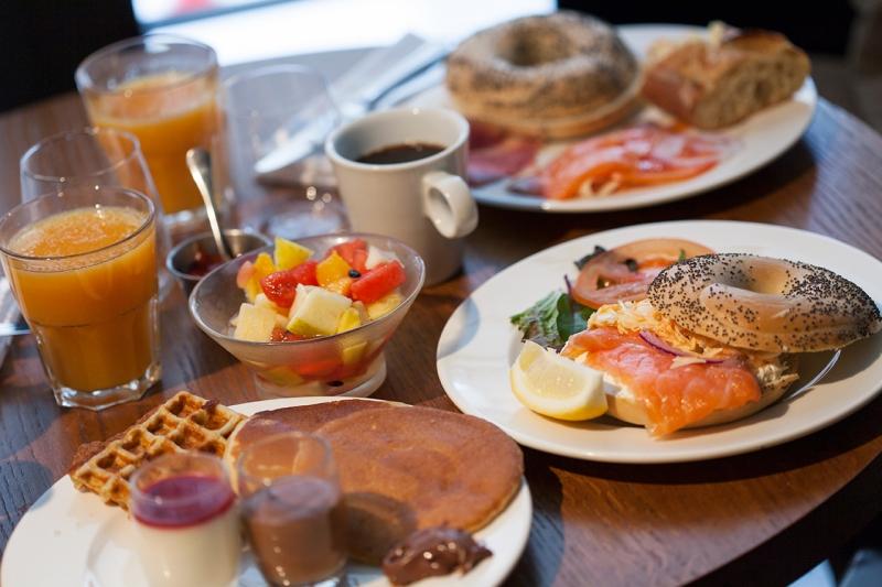 Вот такой вот аппетитный бранч в моде среди хороших кафе Москвы.