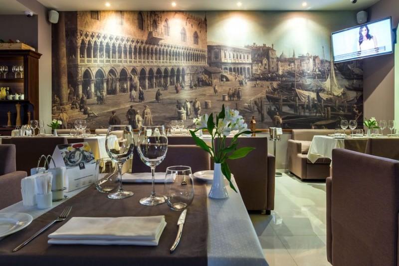 Бывали в Венеции? Прочувствуйте её атмосферу вновь - или впервые - забронируйте столик в Де Марко на GdeBar.ru!
